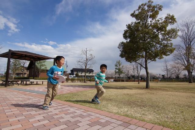 公園で走る子